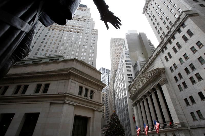 © Reuters. États-Unis: Les marchés actions finissent en baisse; l'indice Dow Jones Industrial Average recule de 2,84%