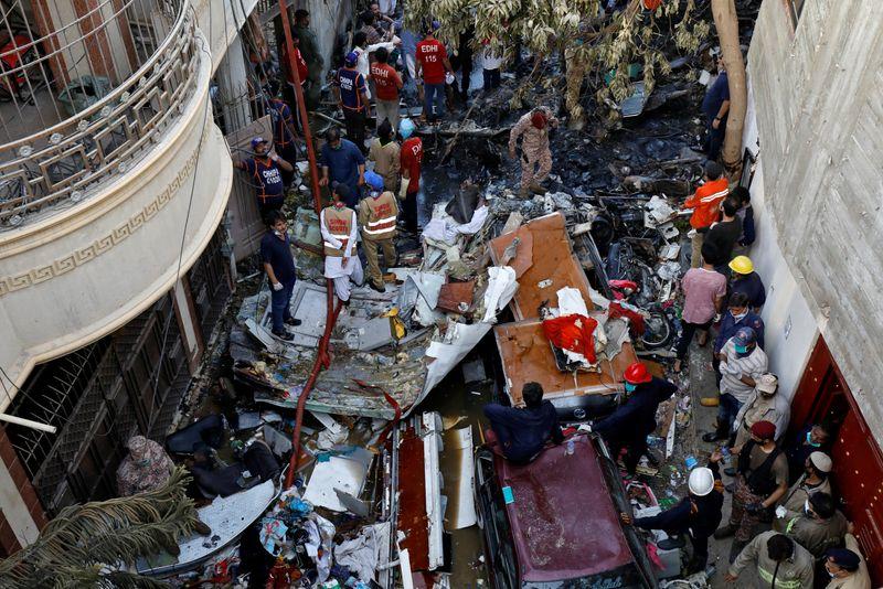 © Reuters. PAKISTAN: AIRBUS DIT N'AVOIR AUCUNE INFORMATION CONFIRMÉE SUR L'ACCIDENT