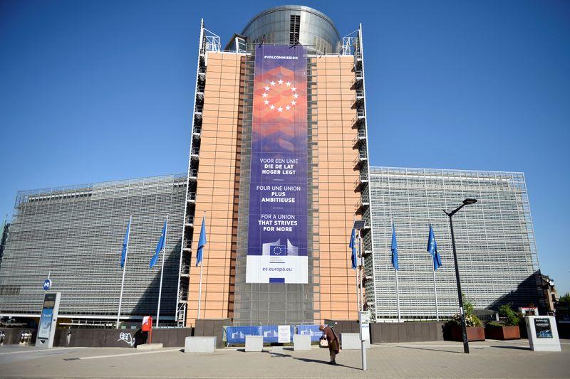 © Reuters. LA COMMISSION INSISTE SUR L'INDÉPENDANCE DE LA BCE APRÈS LE JUGEMENT ALLEMAND