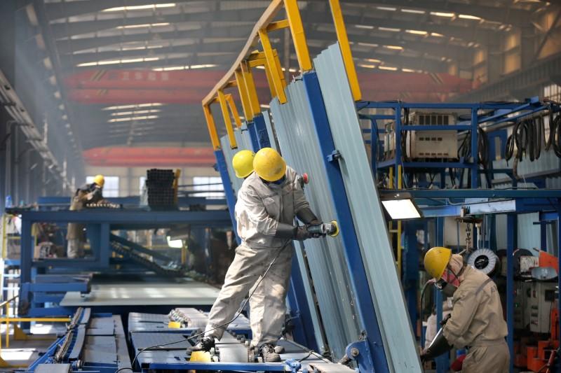 © Reuters. CHINE: L'ACTIVITÉ DU SECTEUR MANUFACTURIER PROGRESSE ENCORE EN MAI