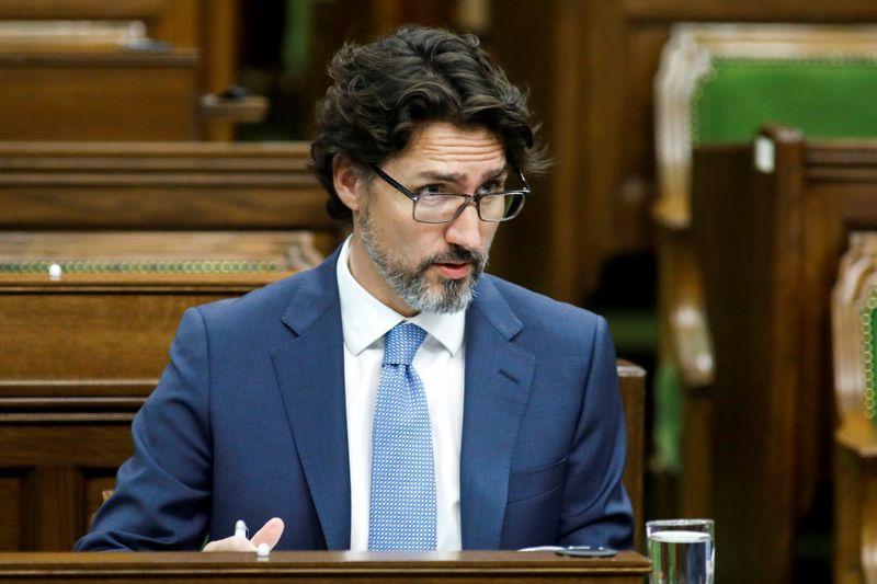 © Reuters. CANADA: TRUDEAU ÉTUDIE DE POSSIBLES AIDES SUPPLÉMENTAIRES POUR LES COMPAGNIES AÉRIENNES