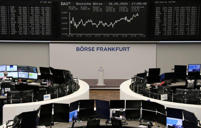 © Reuters. LES BOURSES EUROPÉENNES EN HAUSSE À MI-SÉANCE