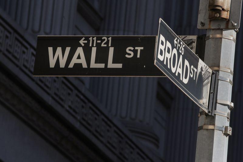 © Reuters. WALL STREET OUVRE EN BAISSE