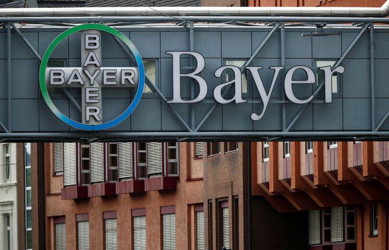 © Reuters. BAYER PROCHE D'UN ACCORD À 8-10 MILLIARDS DE DOLLARS AUX USA SUR LE ROUNDUP, RAPPORTE LE HANDELSBLATT