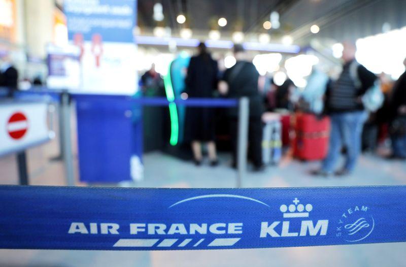 © Reuters. FRANCE ET PAYS-BAS S'ACCORDENT SUR UNE AIDE À KLM DE 3,4 MILLIARDS D'EUROS
