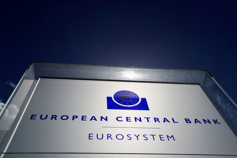 © Reuters. LA BCE TRANSMET DES DOCUMENTS POUR CONTRER LE JUGEMENT DE KARLSRUHE