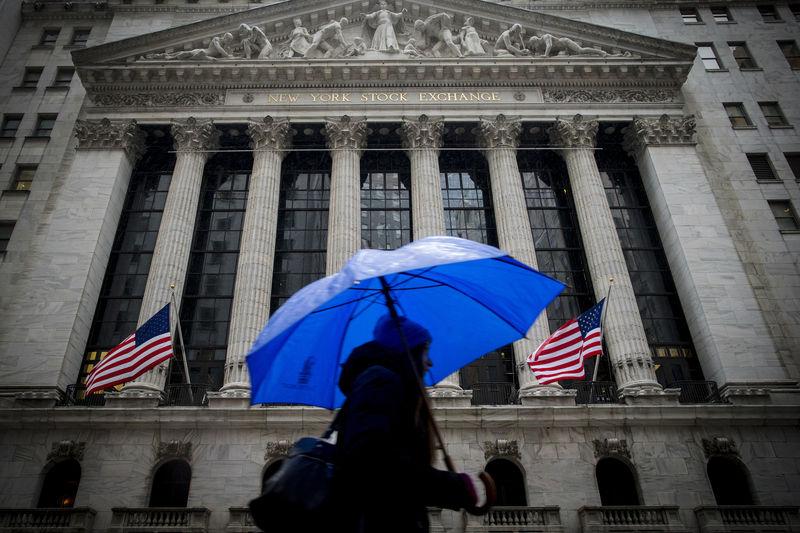 © Reuters. États-Unis: Les marchés actions finissent en hausse; l'indice Dow Jones Industrial Average gagne 3,15%
