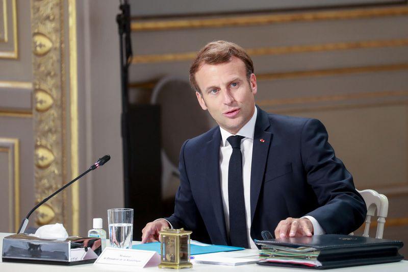 © Reuters. LA FRANCE DÉTAILLE LES NOUVELLES FORMULES D'ACTIVITÉ PARTIELLE