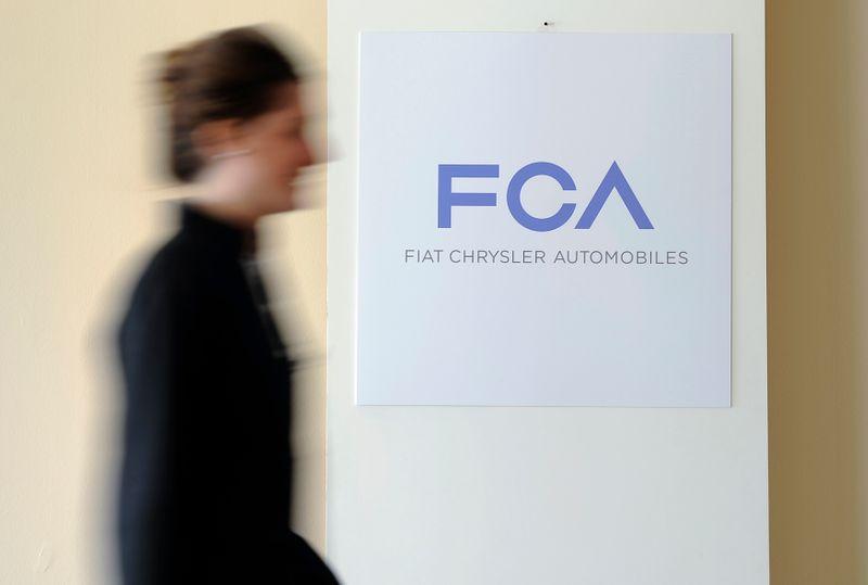 © Reuters. FCA ENVISAGE DE BAISSER LE DIVIDENDE EXCEPTIONNEL POUR LA FUSION AVEC PSA