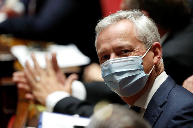 © Reuters. LA CONSOMMATION EN FRANCE EST QUASIMENT À LA NORMALE, DIT LE MAIRE