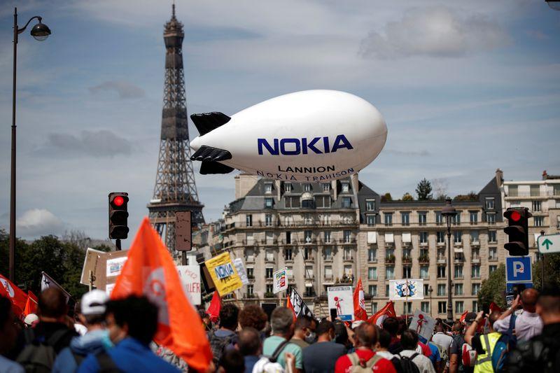 © Reuters. FRANCE: LE PLAN SOCIAL DE NOKIA RESTE