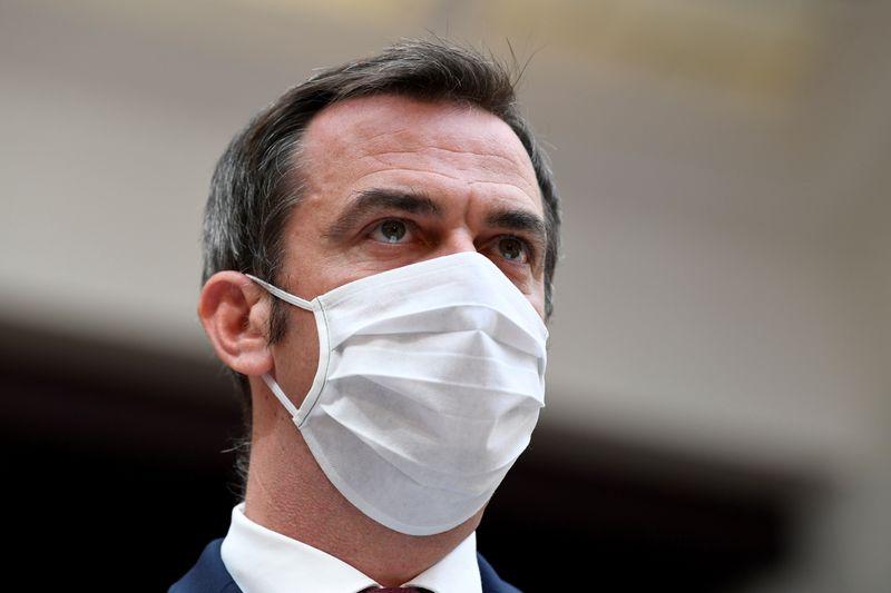 © Reuters. NOUS NE SOMMES PAS DANS UNE DEUXIÈME VAGUE DE L'ÉPIDÉMIE, DIT OLIVIER VÉRAN