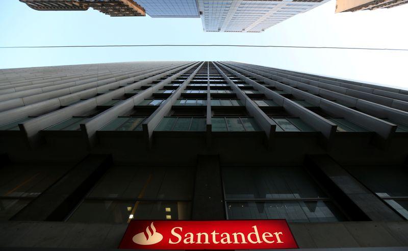 © Reuters. SANTANDER: PERTE RECORD DE 11 MILLIARDS D'EUROS AU DEUXIÈME TRIMESTRE, PROVISIONS LIÉES AU CORONAVIRUS