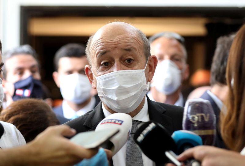 © Reuters. UN HAUT FONCTIONNAIRE LIBANAIS DÉCOUVRE QU'IL EST POSITIF AU COVID-19 DURANT UN DÉJEUNER AVEC LE DRIAN