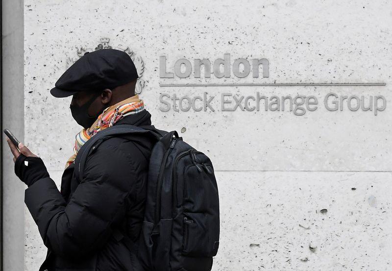 © Reuters. LES BOURSES EUROPÉENNES RECULENT À MI-SÉANCE