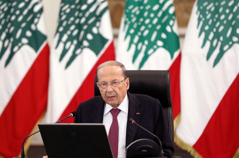© Reuters. LIBAN: DÉMISSIONS AU GOUVERNEMENT, LA COLÈRE DE LA RUE PERSISTE