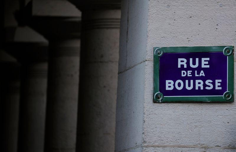 © Reuters. LES BOURSES EUROPÉENNES TERMINENT EN FORTE BAISSE