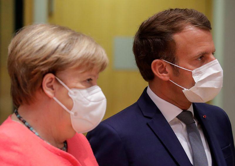 © Reuters. MERKEL RENDRA VISITE À MACRON À BRÉGANÇON AUTOUR DU 20 AOÛT
