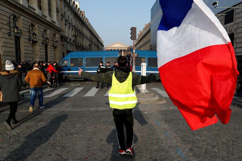 © Reuters. FRANCE: JOURNÉE TEST AVEC LA MANIFESTATION DES GILETS JAUNES