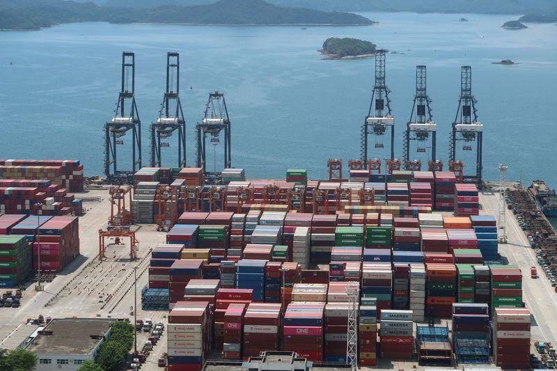 © Reuters. CHINE: ACCÉLÉRATION DES IMPORTATIONS ET EXPORTATIONS SUR FOND DE REPRISE MONDIALE