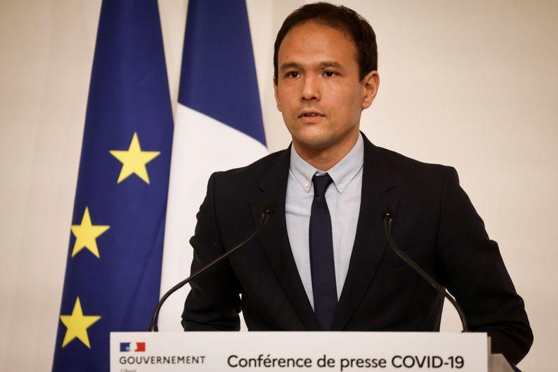 © Reuters. CORONAVIRUS: LA FRANCE N'EXCLUT PAS UN RECONFINEMENT