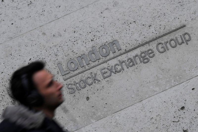 © Reuters. LES BOURSES EUROPÉENNES EN ORDRE DISPERSÉ À MI-SÉANCE