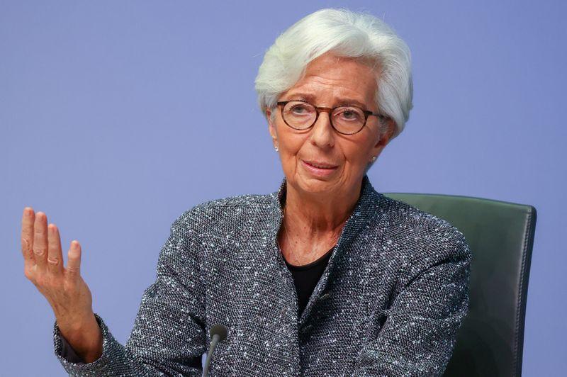 © Reuters. LAGARDE: LA BCE PRIVILÉGIE LES ACHATS D'OBLIGATIONS POUR SOUTENIR L'ÉCONOMIE
