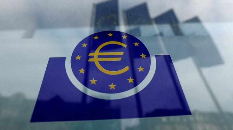 © Reuters. La BCE pourrait augmenter ses achats d'urgence de 500 miliards d'euros, selon UBS