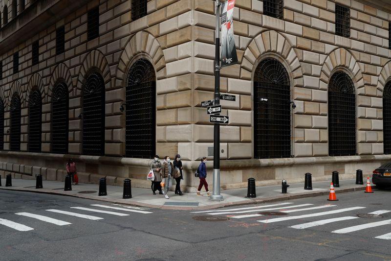 © Reuters. USA: LE TRÉSOR PRIVE LA FED DE FONDS DE SOUTIEN À L'ÉCONOMIE
