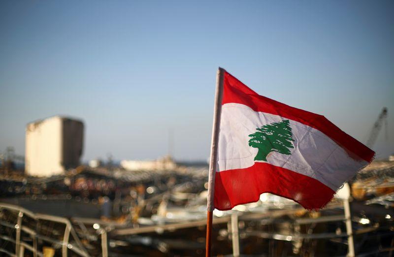 © Reuters. LIBAN: NOUS NE FERONS PLUS DE CADEAUX, PRÉVIENNENT LES DONATEURS