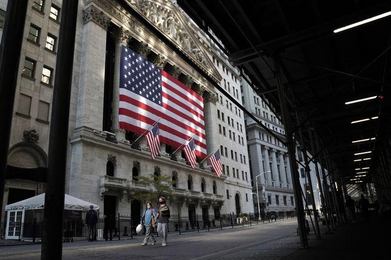 © Reuters. WALL STREET RECULE À NOUVEAU