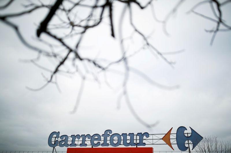 © Reuters. CARREFOUR/COUCHE-TARD: