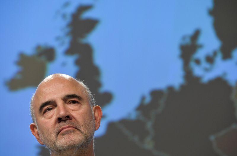 © Reuters. FRANCE: LA DETTE PUBLIQUE SUPÉRIEURE À 100% DU PIB PENDANT 10 ANS, ESTIME MOSCOVICI