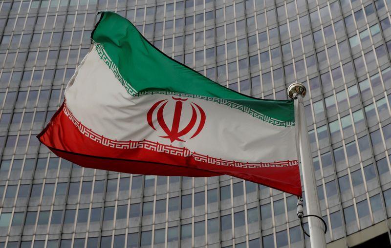 © Reuters. PARIS, LONDRES ET BERLIN METTENT EN GARDE L'IRAN SUR L'URANIUM MÉTAL