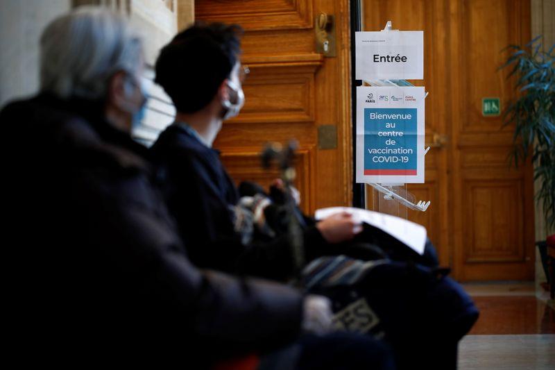 © Reuters. CORONAVIRUS: MOINS DE 4.000 NOUVEAUX CAS EN FRANCE