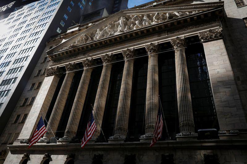 Wall Street termine en ordre dispersé après les