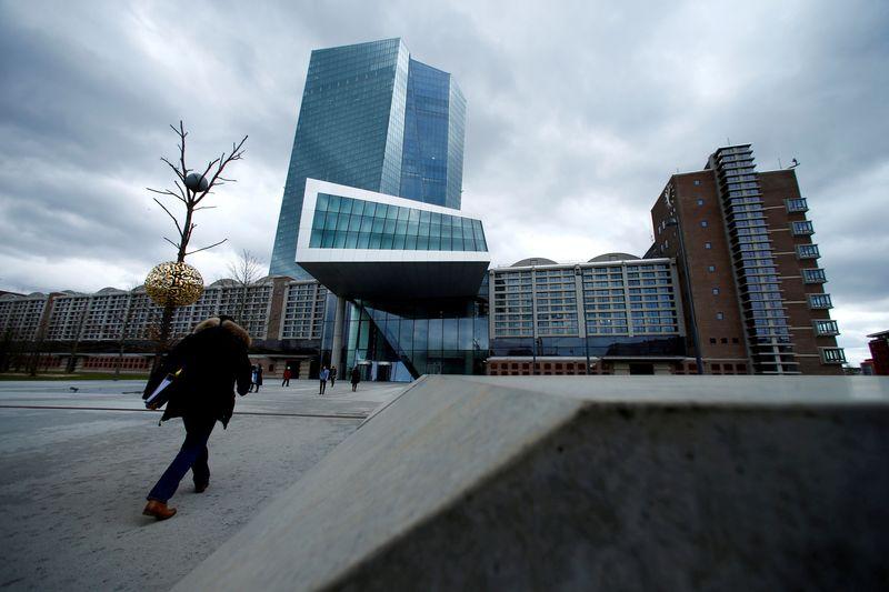La BCE relève ses prévisions de croissance et d'inflation