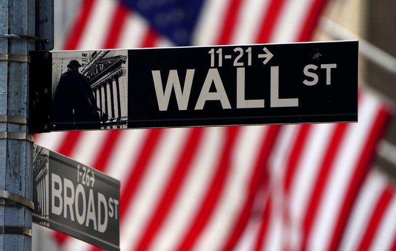 Wall Street finit en baisse sous le poids des