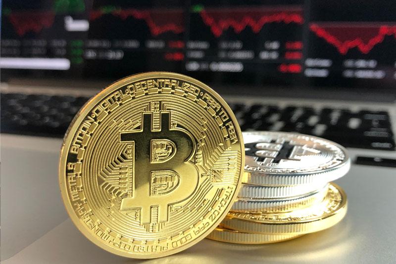 Hausse du bitcoin, attaque des technologies chinoises, résultats de Tesla - Ce qui fait bouger les marchés ce lundi