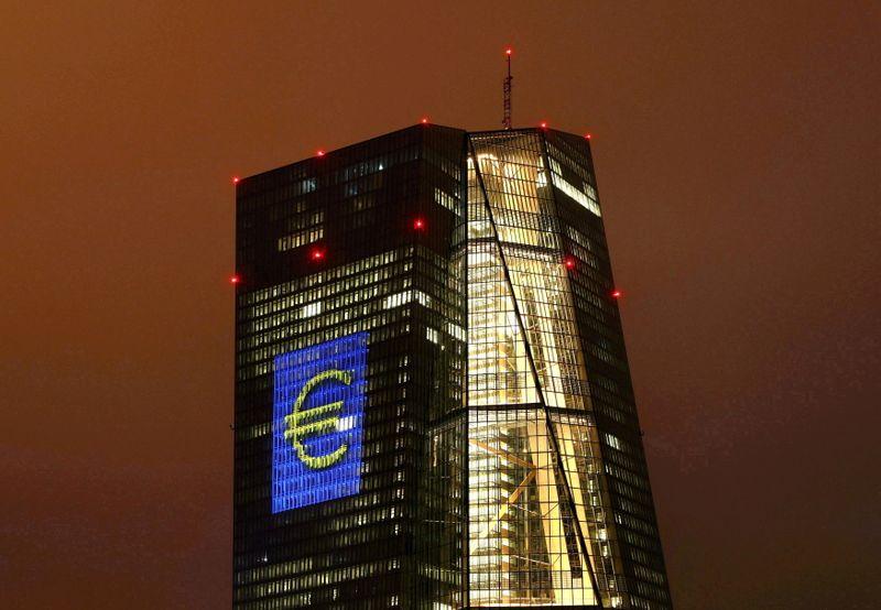 La BCE s'engage à soutenir plus longtemps encore l'économie de la zone euro