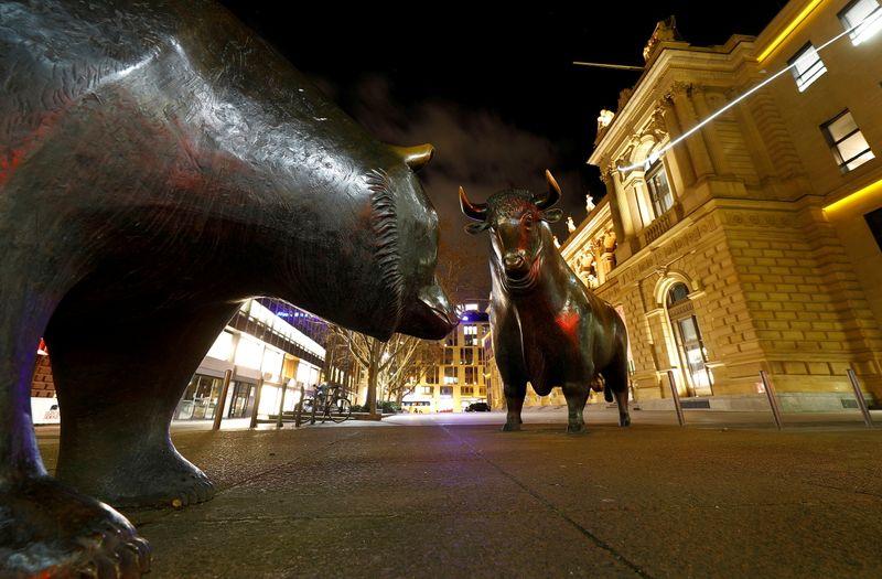 L'Europe finit dans le désordre, Wall Street soutenue par l'approche des résultats