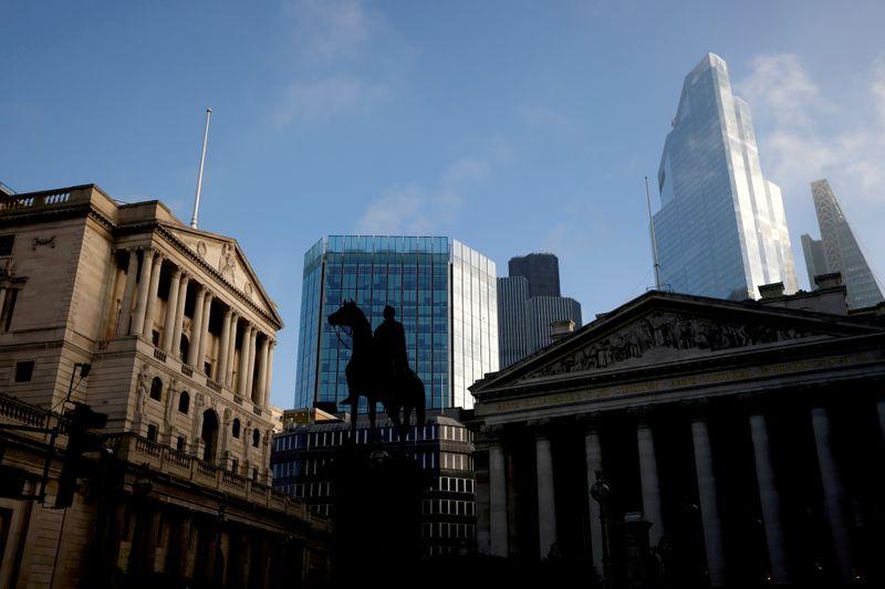 Grande-Bretagne: Saunders (BoE) dit qu'il faut se préparer à une hausse prochaine du taux directeur